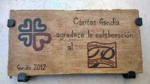 placa de agradecimiento de caritas al Hotel Principal Gandia