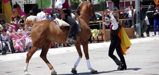 puente mayo en gandia caballos feria de Abril en Gandia