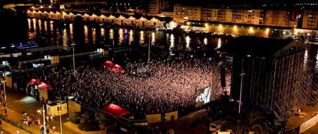 foto gandia en agosto de los conciertos escena gandia