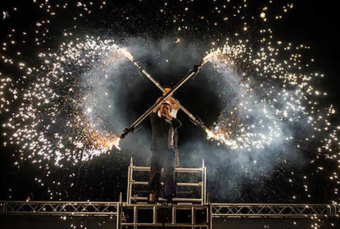 foto espectáculo on fire fiestas Gandia 2019